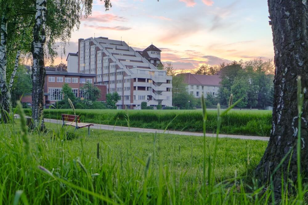 Weserland-Klinik im Sonnenuntergang